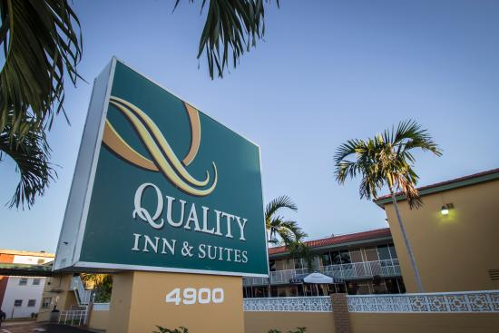Quality Inn & Suites Hollywood Boulevard: Located on Hollywood Boulevard, Quality Inn and Suites