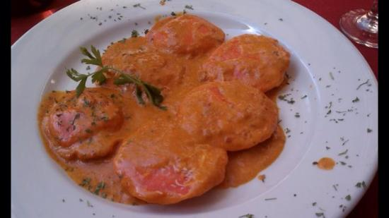 Pie-Zon: Lobster ravioli in vodka sauce!
