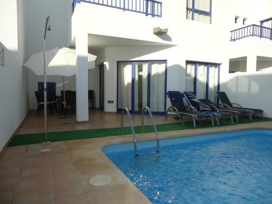 Villas Puerto Rubicon: patio-  piscina