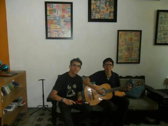 Hostel Guadalajara Hospedarte: Haciendo música en HospedArte Guadalajara!