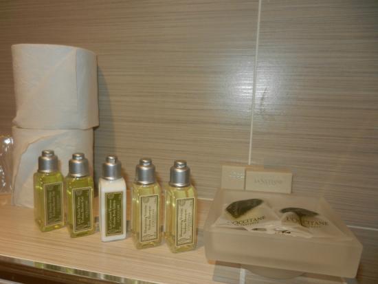 Hôtel Maxim Opéra : Amenidades en el baño