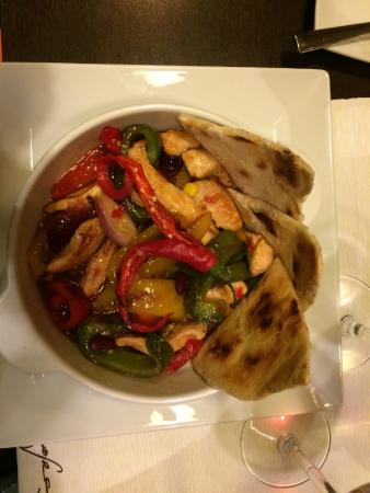 Cafe Cafe Restaurant: Incredible entree! Spicy with chicken and peppers