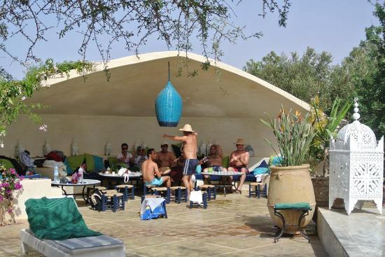 entre amis picture of restaurant les jardins de villa maroc essaouira tripadvisor. Black Bedroom Furniture Sets. Home Design Ideas