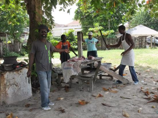 Hidden Paradise Resort Hotel: Staff preparing a fresh hog for a guests birthday party