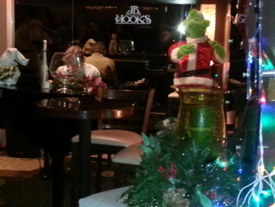 JB Hook's Restaurant: Piano in bar.