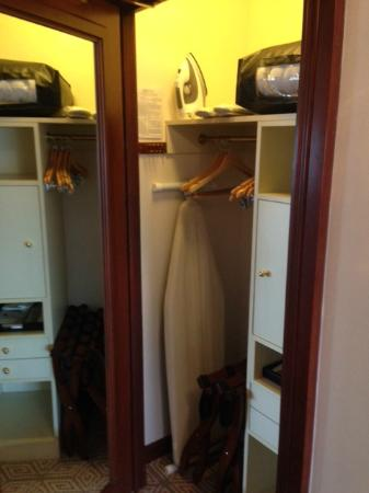 The Towers at Lotte New York Palace: Towers Room Closet