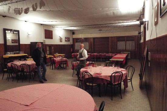 Carosello : sala da 130 posti vecchio stampo ma pratica