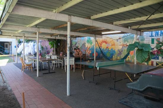 Reef Backpackers: One of the social areas