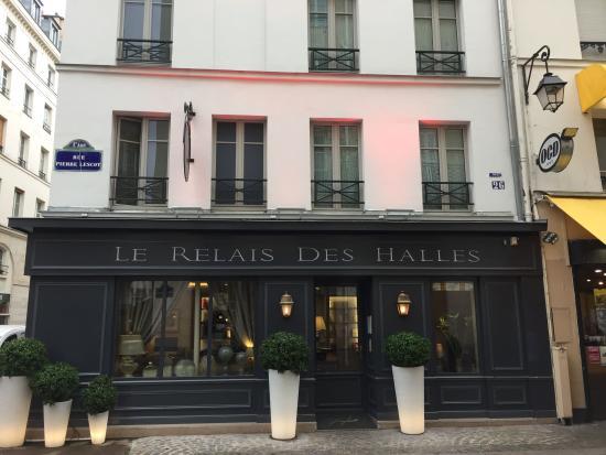 Le Relais des Halles: Outside of hotel
