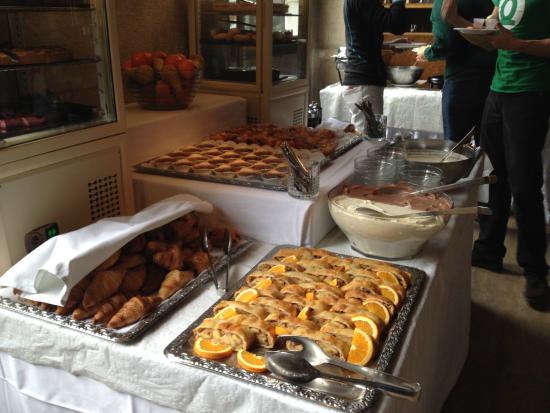 Brasserie des Halles de L'Ile: Buffet durante il brunch