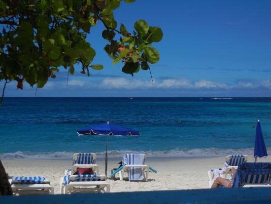 Zatoka Simpson, Sint Maarten: Shoal Bay in front of Tropical Sunset Restaurant