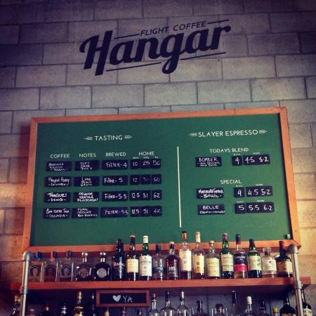 Flight Coffee Hangar: Love the industrial decor of this place.