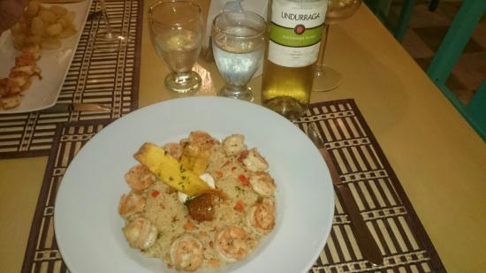 Pedasito Hotel: Cena, langostinos y arroz con coco.