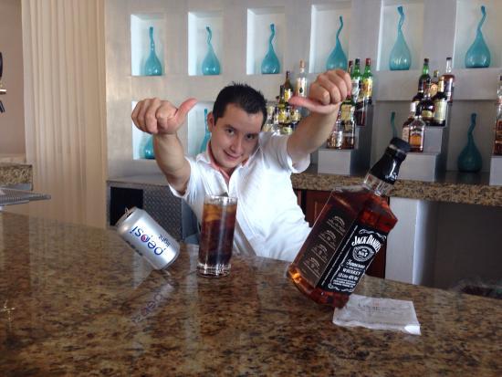 Le Blanc Spa Resort: The Magic Bar Man