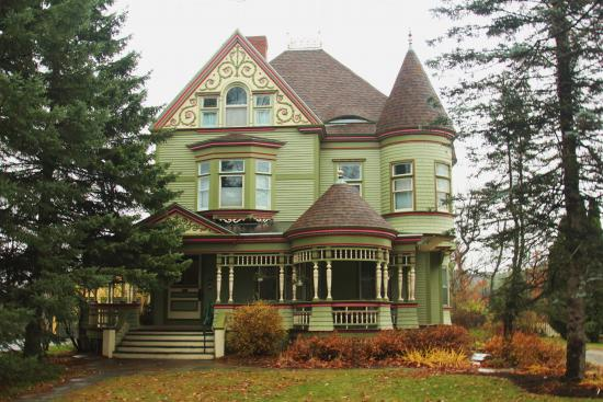 Erook House Bed And Breakfast A Queen Anne B In Ne Kingdom