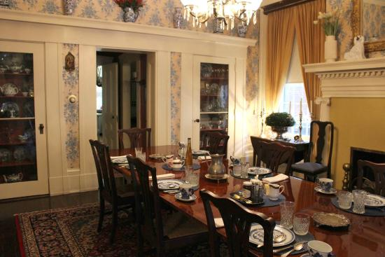 Atwood House Bed And Breakfast Dining Room