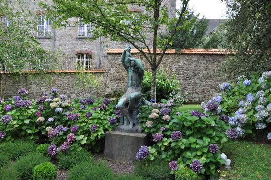 Musée National Adrien Dubouche : Museu Nacional da Porcelana Adrien Dubouche - Detalhe Jardim