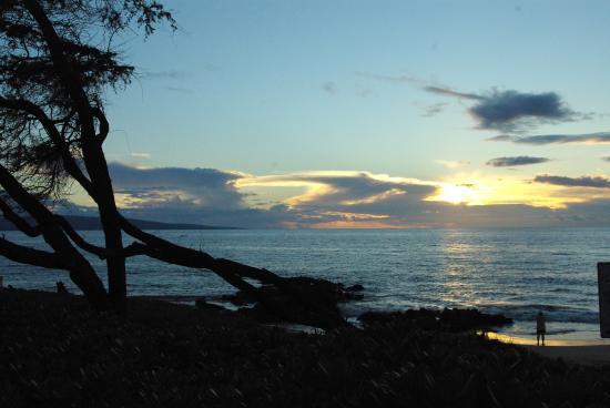 Kamaole Beach Park II: Sunset over Kihei