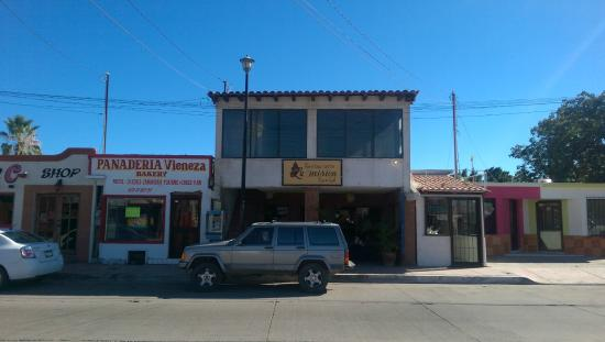 La Mision Bar and Grill: Restaurant