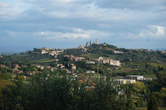 Poggetto di Montese : view from the front yard