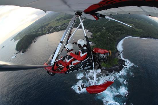 Hang Gliding Maui: Gliding over southern Maui!