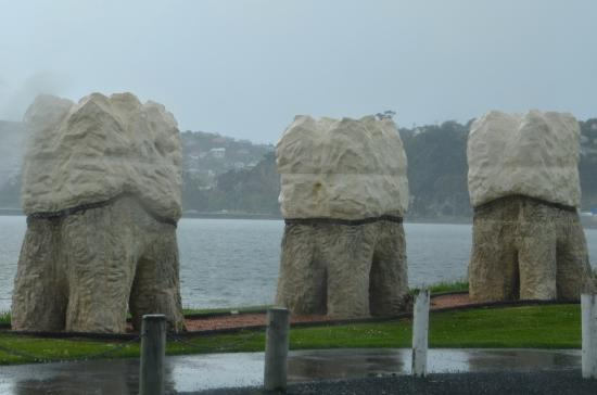 Otago Peninsula: Tooth sculptures on Portsmouth Drive