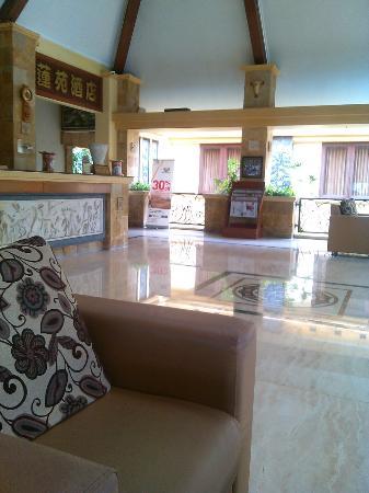Lotus Garden Hotel: Lobby