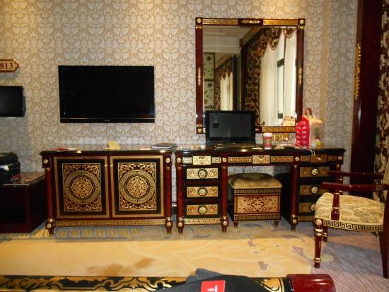 Zhuhai Dionysus Hotel : Room furniture.