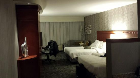 Courtyard Portland Airport: Awesome, clean, updated, beautiful dbl room!