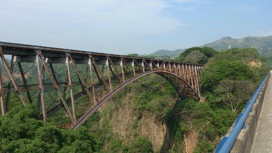 Puente Ferrocarril Rio Grande Atenas