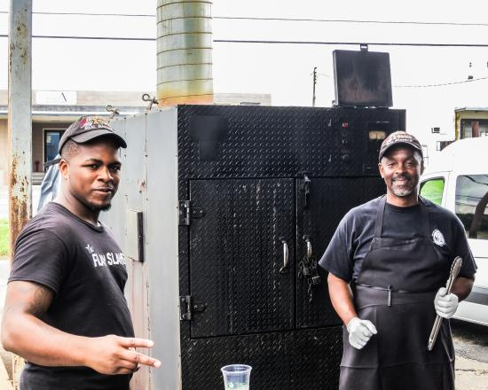 Buz & Ned's Real Barbecue Boulevard: Cooking it up
