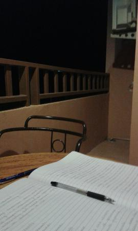 โรงแรมทิพย์อุไร บีช: Writing in the hotel balcony, as the night wind blew on my face.