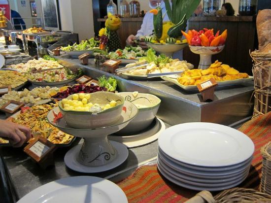 Tinkuy Buffet Restaurant at Sanctuary Lodge: ビュッフェスタイル