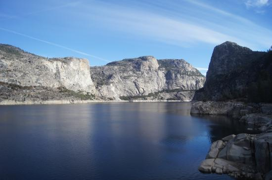 Hetch Hetchy Reservoir: the reservoir- so beautiful