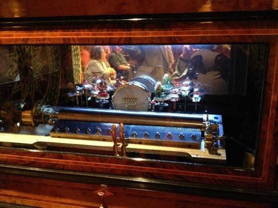 Bayernhof Museum: Unusual music box