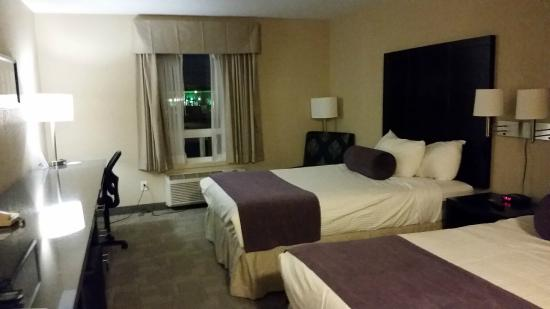Days Inn - Regina: Room, Days Inn Regina  |  3875 Eastgate Drive, Regina, Saskatchewan S4Z 1A4, Canada