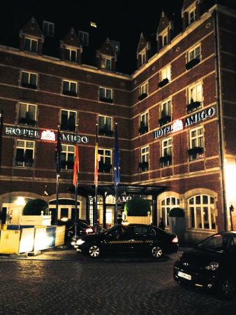 hotel outside in the evening picture of hotel amigo brussels tripadvisor. Black Bedroom Furniture Sets. Home Design Ideas