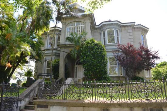 Old home adjoining Albert Park