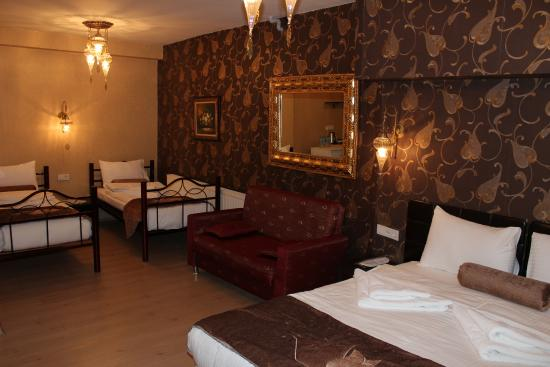 Grand family room picture of kaftan hotel istanbul for Reyyan hotel