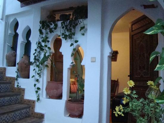 Dar Meziana: Archways