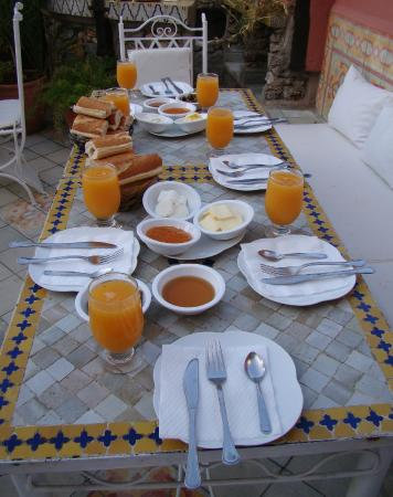 Dar Meziana: Breakfast on the terrace