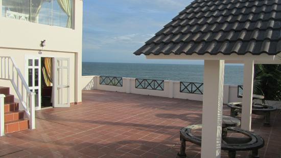 Mui Ne Paradise Beach Resort : terrace in front of the room