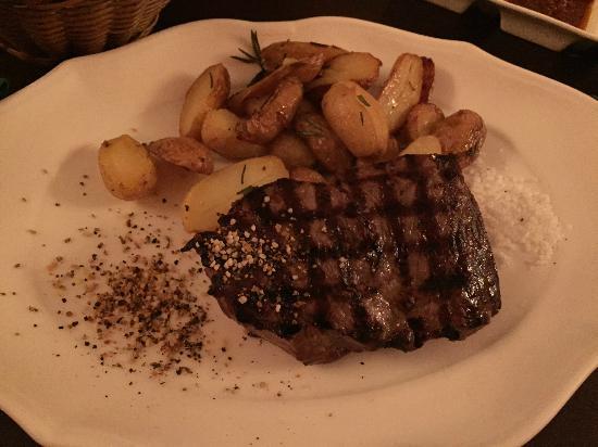 Buena Vista : Rumpsteak, 300g, medium mit Kartoffeln