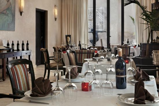 Villa Makassar: Salle du restaurant Le Makassar