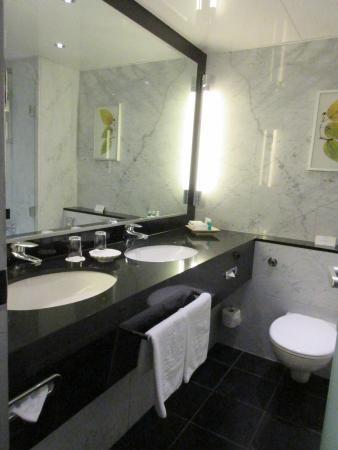 Badezimmer - Bild von Steigenberger Hotel Berlin, Berlin - TripAdvisor