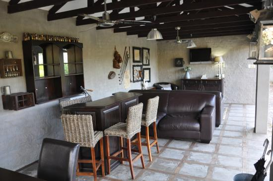 Ashdown House: Pool Bar.
