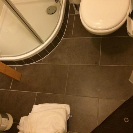 Hotel Myplace: Boden des Badezimmers um die Minigröße zu veranschaulichen