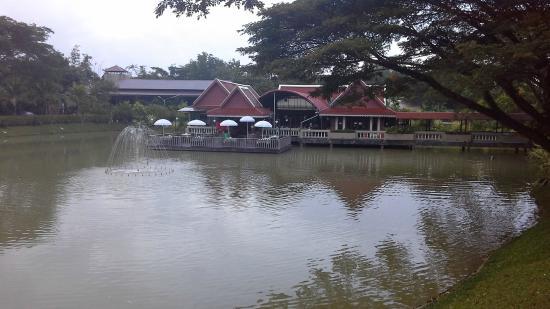 Kong Garden View Resort Chiang Rai: the lakeside restaurant