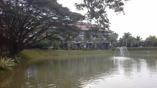 Kong Garden View Resort Chiang Rai: front of hotel taken from the restaurant