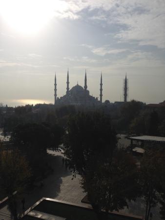 Esra Sultan Petrol Hotel: Breakfast Terrace View of Blue Mosque